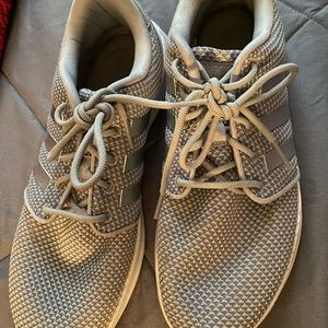 Barely used Adidas shoes. Size 9 in Women's.